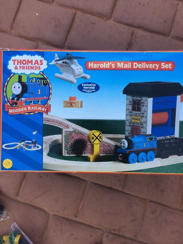 Thomas & Friends - Postal Postal Station, 11 Train Engines or Cars & 80+ Track Pieces