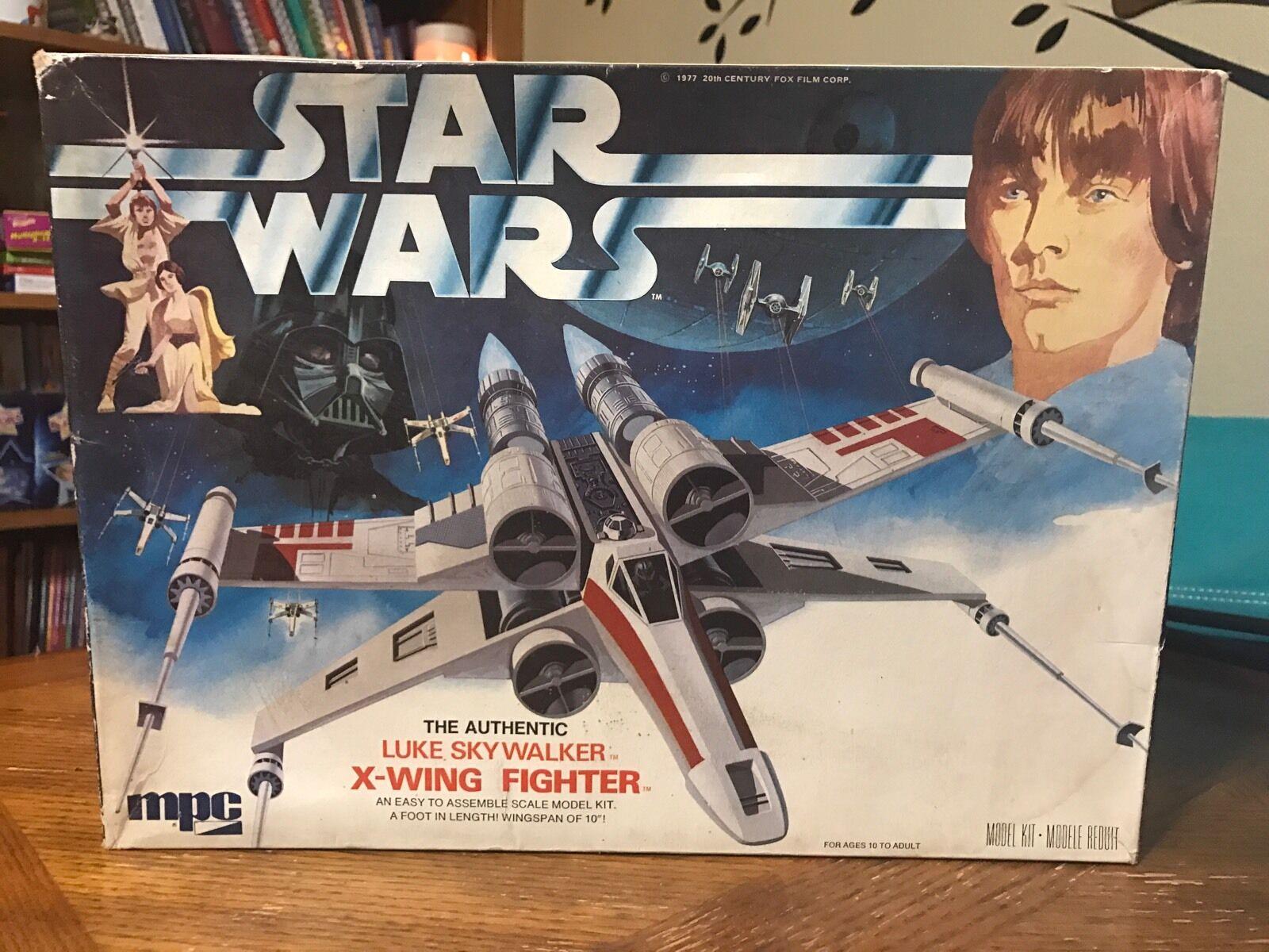 Estrella Wars Luke Skywalker X-Wing Fighter Open Box 1977