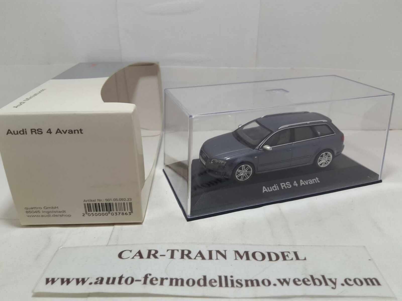 Audi RS 4 Avant  Minichamps  1 43 143 143