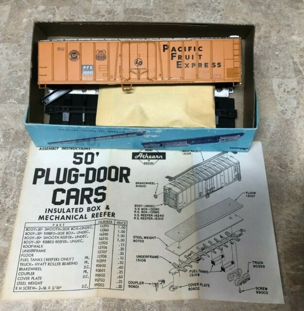 Athearn HO Scale Kit #1636 S.P & Union Pacific PFE 50' Reefer Unassembled