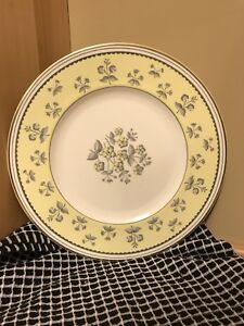 Wedgwood-Yellow-Pimpernel-bone-china-10-3-4-034-dinner-plate-gold-trim