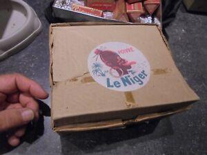Ancienne-Boite-20-Poivrieres-Poivre-LE-NIGER-Macon-deco-Boutique-Epicerie-pleine
