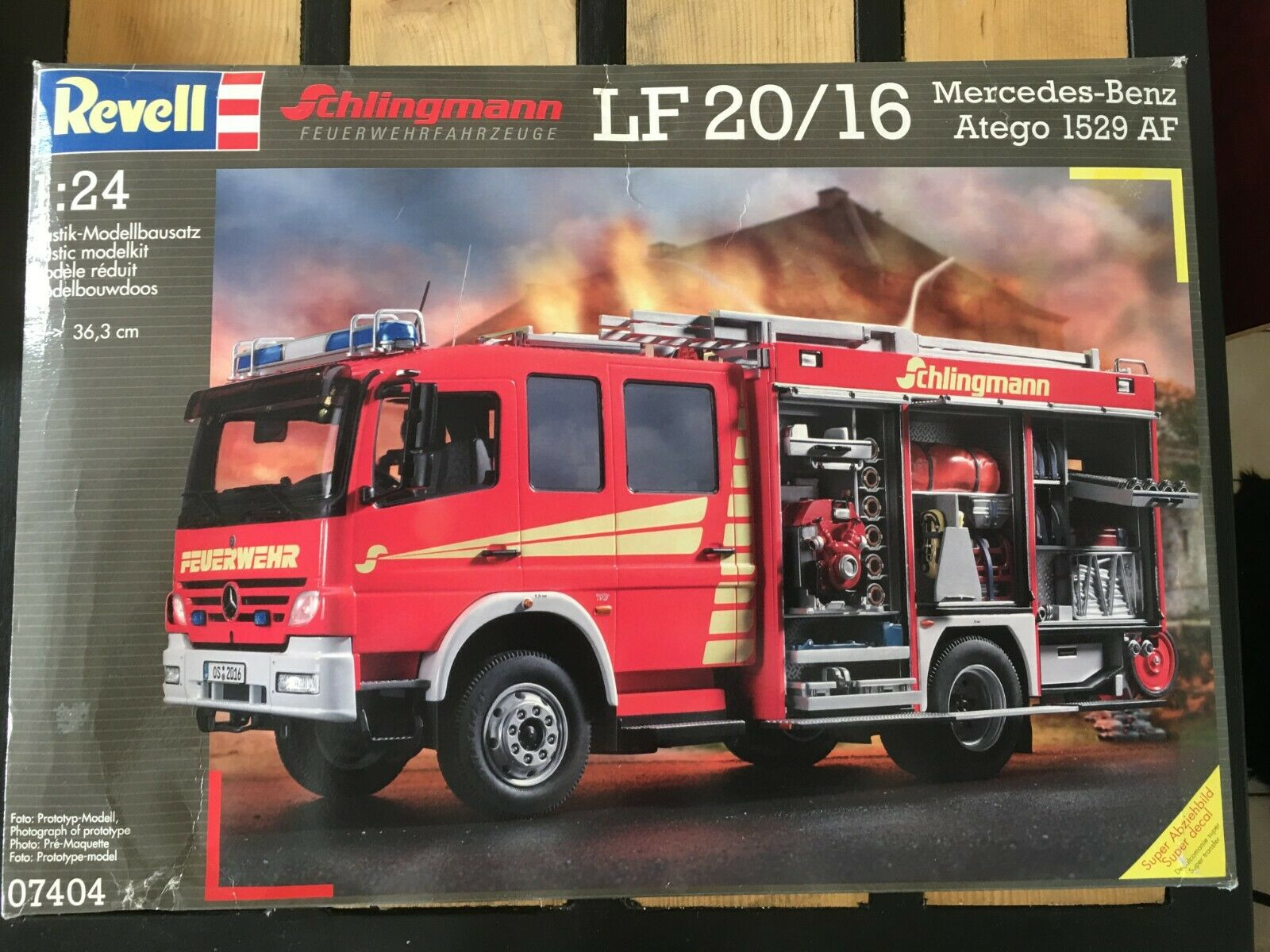 REVELL 07404 Camion Pompiers LF 2016 MercedesBenz Atego 1529 AF 124.