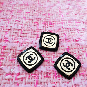 Three-Authentic-Chanel-Buttons-lot-for-3-pcs-black-gold