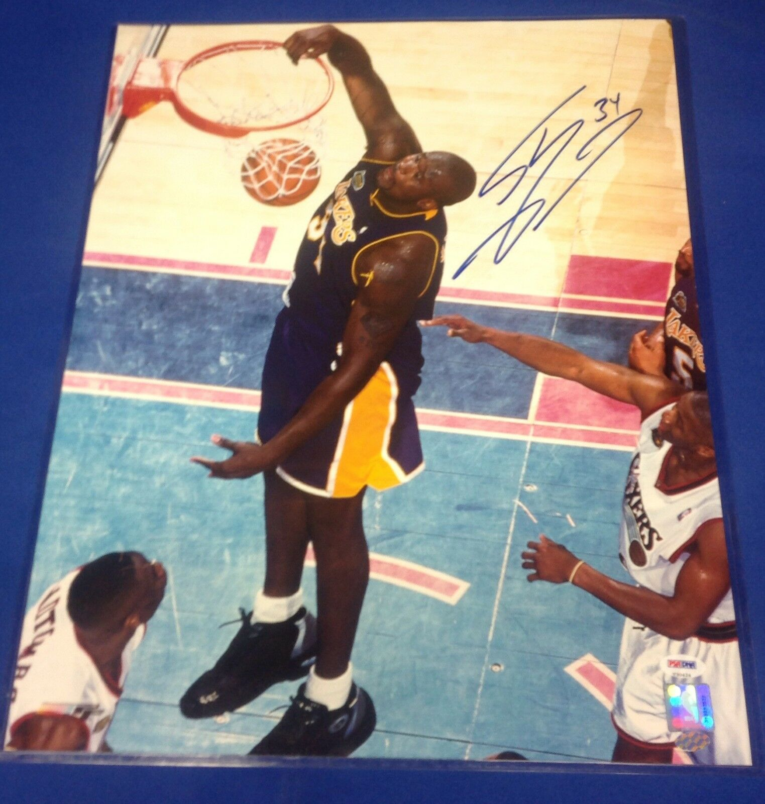 Shaquille O'Neal Los Angeles Lakers signed 16x20 Photo PSA/DNA #V30424