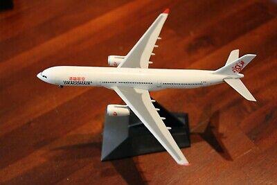Dragonair Hongkong Airbus A330-300 1:200 FlugzeugModell 330