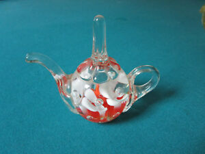 Joe-St-Clair-glass-paperweight-WHITE-AND-RED-FLOWERS-Trumped-Flowers-signed