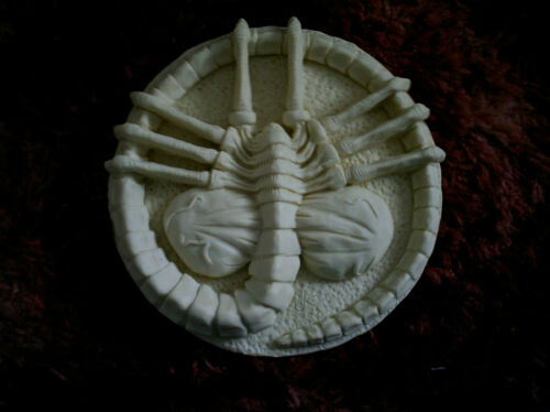 """3 x alien facehugger plaques solid  resin.unpainted.aprox.size 2 x 8/"""".1 x 4/"""""""
