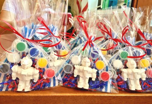 14 bags// Boys birthday.Creative. robot party favors to paint 14 Transformer
