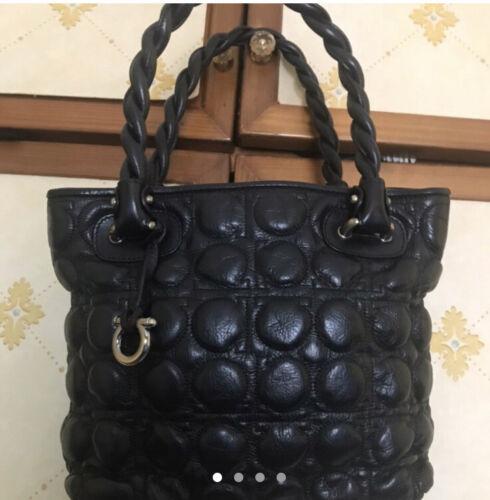 Meravigliosa borsa pelle nera matelasse' Ferragamo prez retail 1200 seminuova