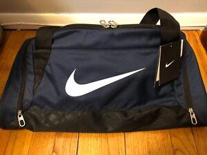 autobiografía milla nautica Egipto  Nike Brasilia 6 Small Duffel Gym Sport Bag BA4831-401 NAVY BLUE Black NEW |  eBay