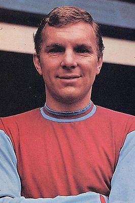 Football Photo>BOBBY MOORE West Ham United 1965-66