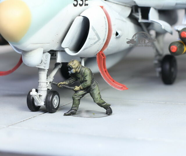 USAF Ground Support Crew in Chemical warfare gear 1:72 Pro Built Model #11