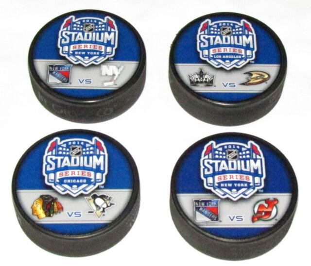 ALL 4 STADIUM SERIES DUELLING LOGO PUCKS 2014 Blackhawks Penguins NY Rangers NJ+