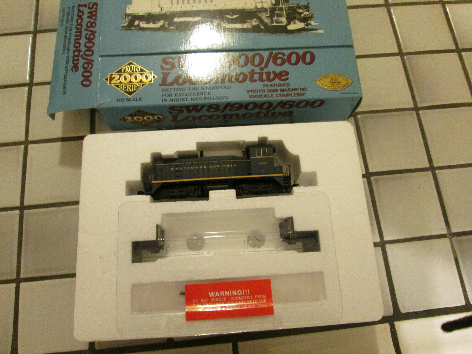 Predo 2000 BALTIMORE AND OHIO SW8 900 600 powered switch engine HO scale