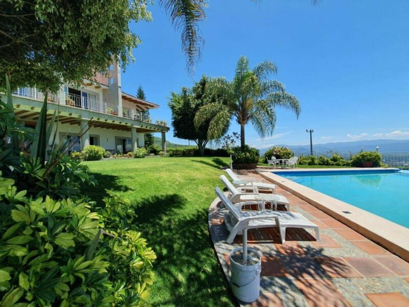 HERMOSA Casa LAS LOMAS EN VENTA CON ALBERCA. Rancho San Diego. Ixtapan de la Sal. Edomex.