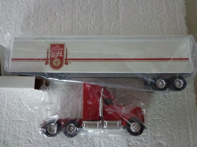 ERTL DIE-CAST 1 64 INTERNATIONAL TRACTOR OLD MILWAUKEE LIGHT BEER TRAILER