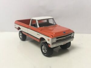 1969-69-Chevy-K-10-Lifted-Truck-Collectible-1-64-Scale-Diecast-Diorama-Model