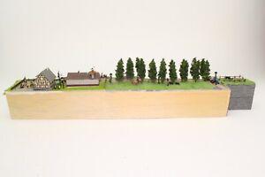Diorama-Spur-N-Bauernhof-mit-Hufschmied-Jagdszenen-usw-fertig-aufgebaut