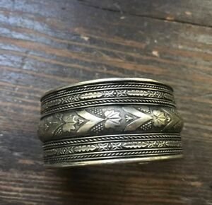 Vintage-Made-in-India-Floral-Silvertone-Bracelet-Cuff