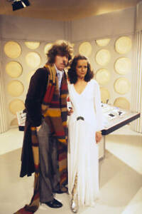 OLD-DOCTOR-WHO-TV-SERIES-PHOTO-Tom-Baker-With-New-Assistant-Mary-Tamm