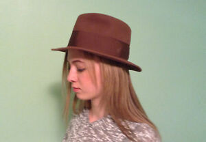 Vintage-Paragon-Fedora-Hat-with-Back-Bow-and-Wide-Grosgrain-Ribbon-Size-6-7-8