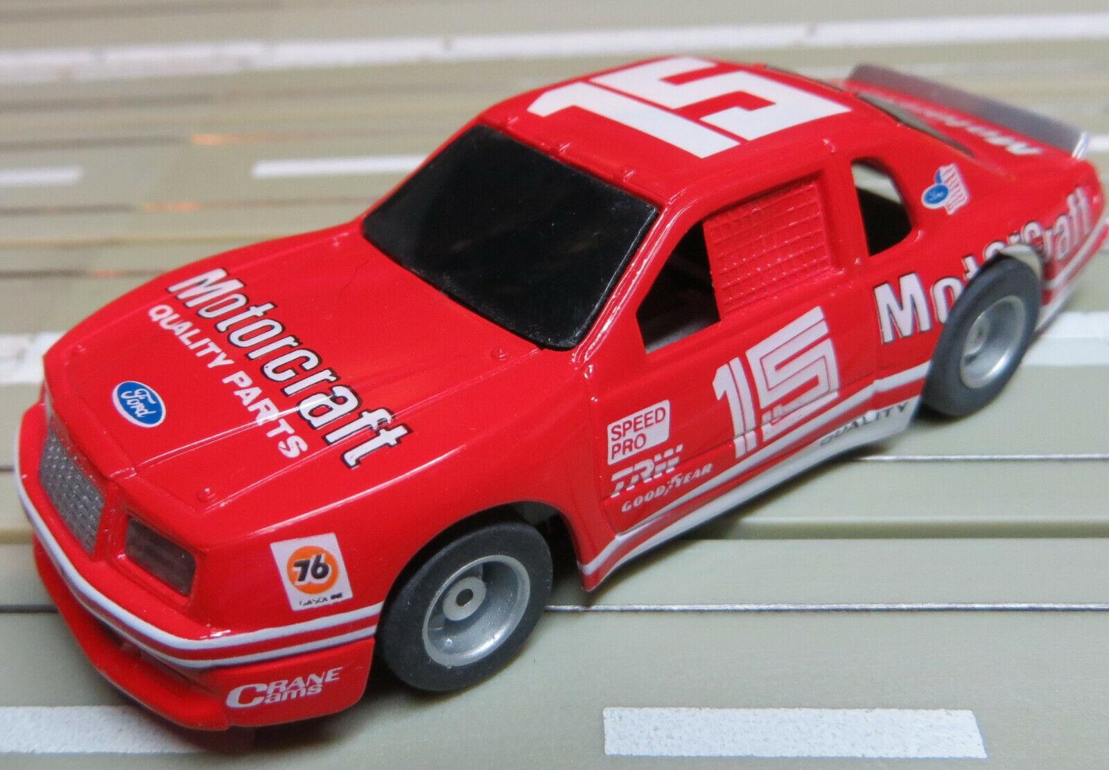 Für H0 Slotcar Racing Modelbahn --  Nascar  mit Tyco Chassis und Fahrlicht