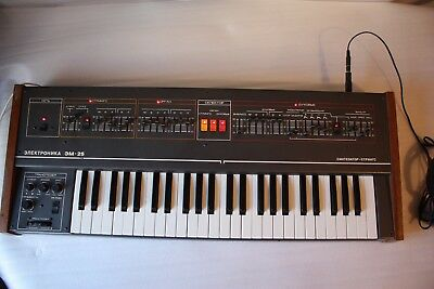 RARE ELECTRONICA 25 VINTAGE ANALOG STRING POLYPHONIC SYNTHESIZER RUSSIAN SOLINA!