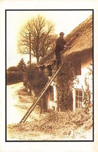 Postcard-Nostalgia-The-Old-Thatcher-at-PORLOCK-Somerset-Reproduction-Card