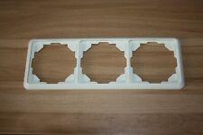 Jung ST 550 Serie 3-fach Rahmen in cremeweiß 05830305