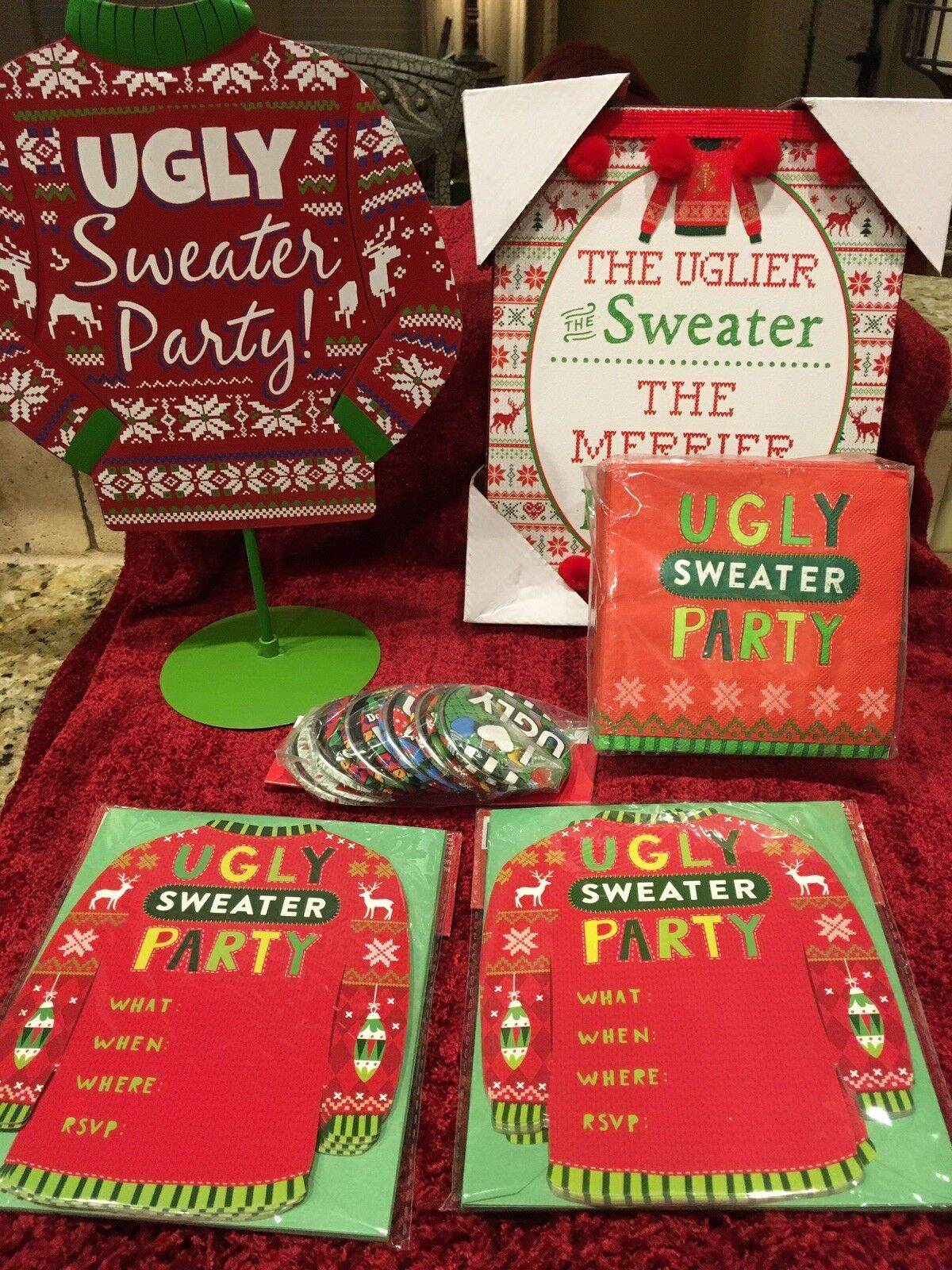 Ugly Christmas Sweater Party Supplies 50 serviettes 20 Invitations 12 broches 2 SIGNES