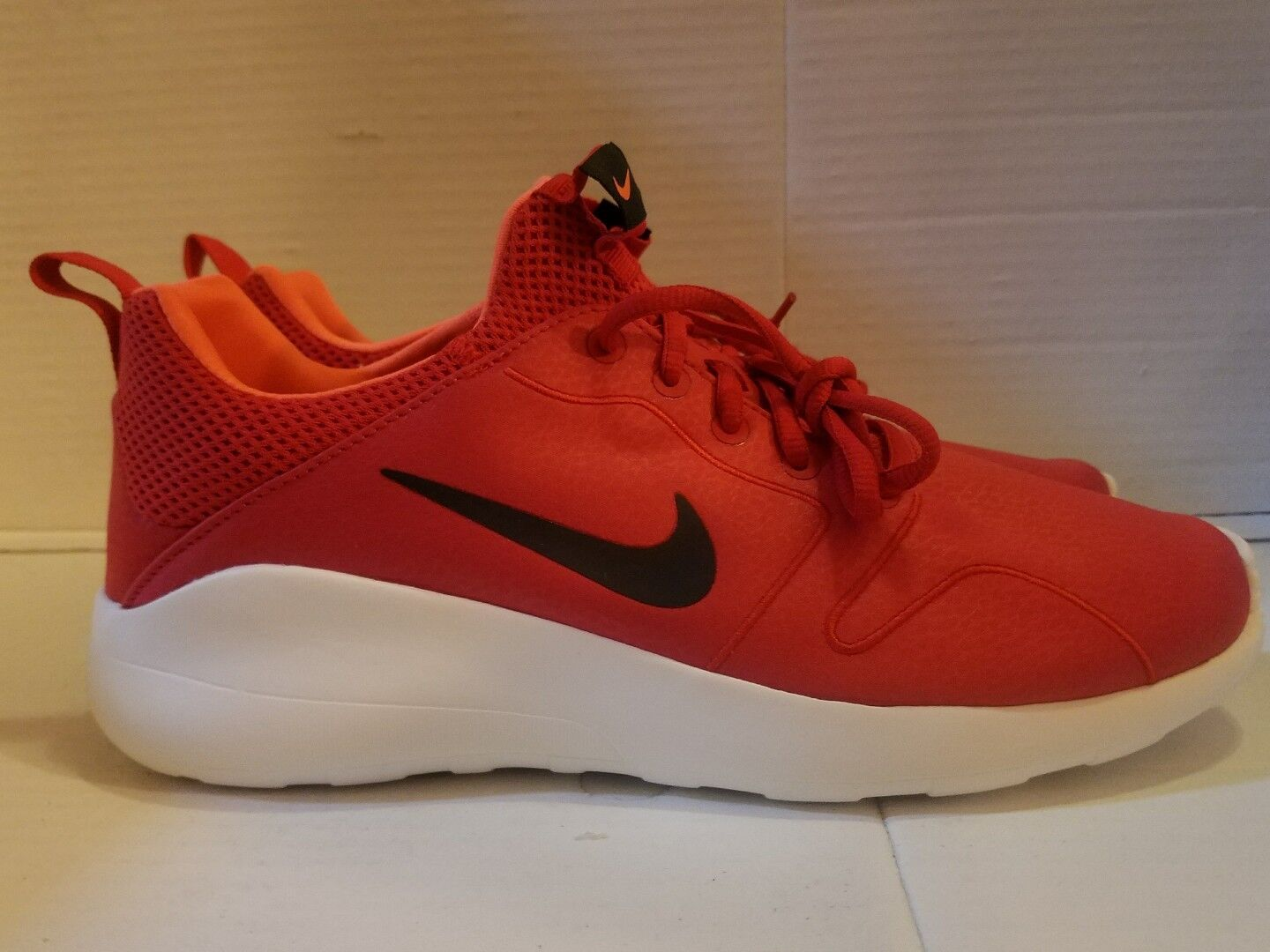 NIKE KAISHI 2.0 SE, Red, Black, White,  MISMATCH SZ R is11, L is 11.5 844838-602