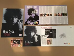 Bob Dylan FNAC promo - France - BOB DYLAN PROMO ISSUE FNAC : - BOB DYLAN CARDBOARD 1966 - BOOKLET NUMBERED 1966- BOOKLET ESSENTIAL BOB DYLAN- POSTCARD TIME OUT OF MIND (SEE A PHOTO ALL NEAR MINT) - France