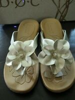 B.o.c Born Womens Sandals Sz 7 Biege Cream Flower Flip Flop Moyer Tan Brown