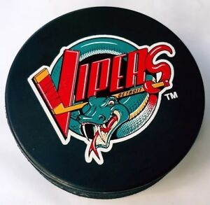 DETROIT-VIPERS-OFFICIAL-IHL-HOCKEY-PUCK-VEGUM-MFG-MADE-IN-SLOVAKIA-TRENCH