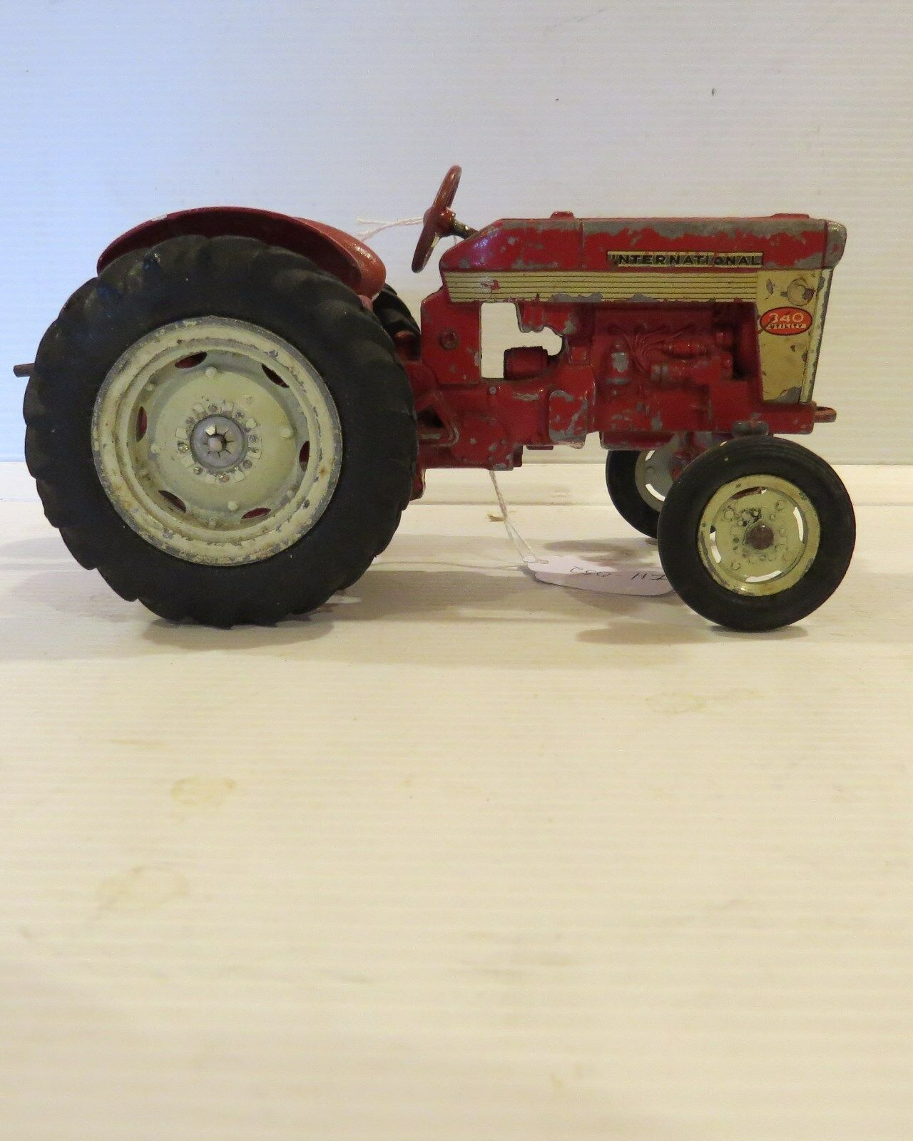 ERTL INTERNATIONAL 340 utilitaire tracteur IH052