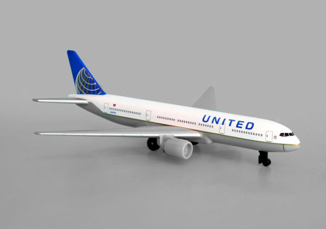 Diecast United Airlines Continental Merger Boeing 777 1:500 Scale RT6266
