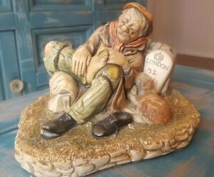 Vintage-Capodimonte-TRAMP-amp-the-dog-034-London-72-miles-034-Rare-Collectible-Figurine