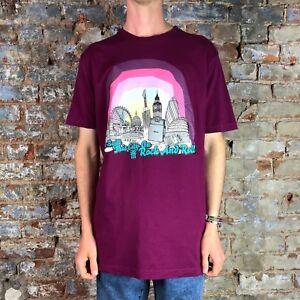 FENCHURCH-Da-Uomo-abbiamo-costruito-questa-Citta-Manica-Corta-T-shirt-in-Magenta-in-taglia-S-L