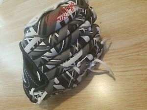 Rawlings Remix Series Youth Tball/Baseball Glove Right Hand Throw Black/White