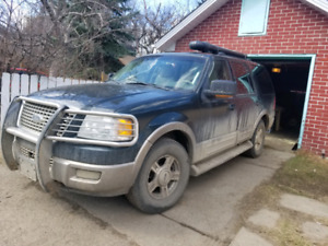2004 ford expedition-  setup for camping- could use some tlc