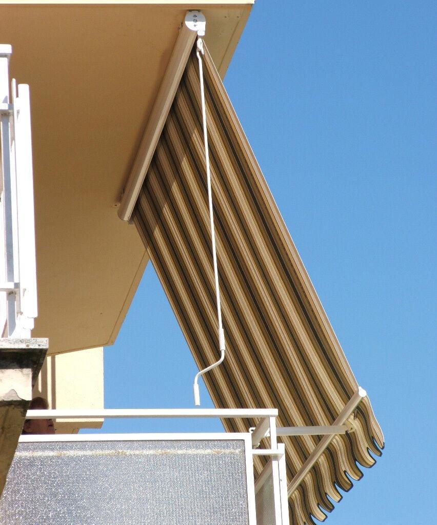 Tenda sole terrazzo braccetti ringhiera con cassonetto prossoezione su misura para