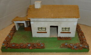 VINTAGE-TRI-ANG-WOODEN-TOY-FARM-HOUSE