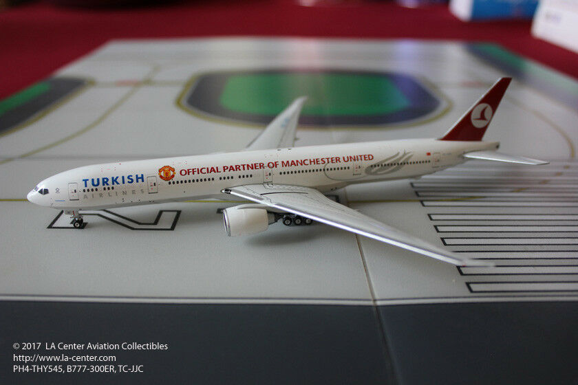 Phoenix model Turkish Airlines Boeing 777-300ER Manchester United modèle 1 400
