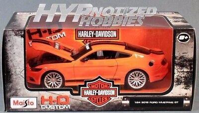 MAISTO 1:24 W//B HARLEY-DAVIDSON 2011 FORD MUSTANG GT 32170