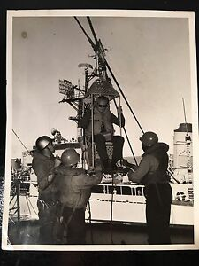 Official Navy Photograph Personnel Being lowered from Destroyer USS HORNET 8x10
