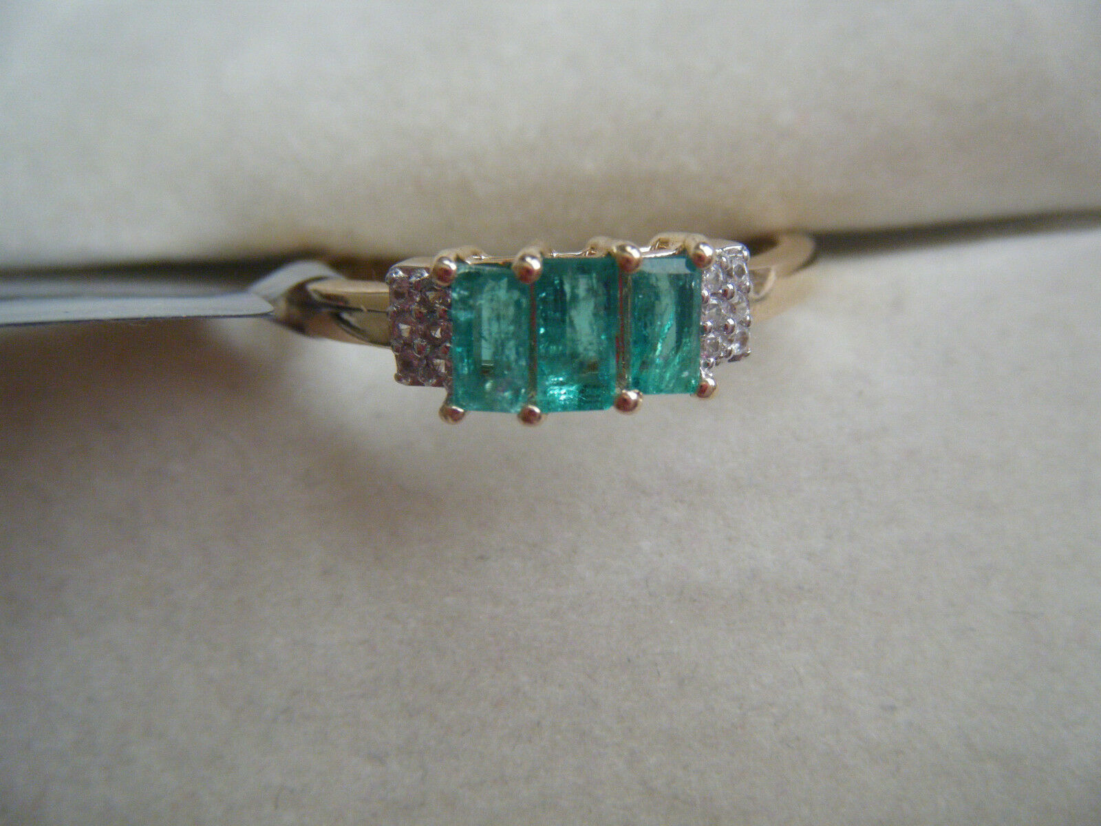 THREE STONE COLOMBIAN EMERALD AND WHITE ZIRCON 10 KT YELLOW gold RING 0.64 CTW