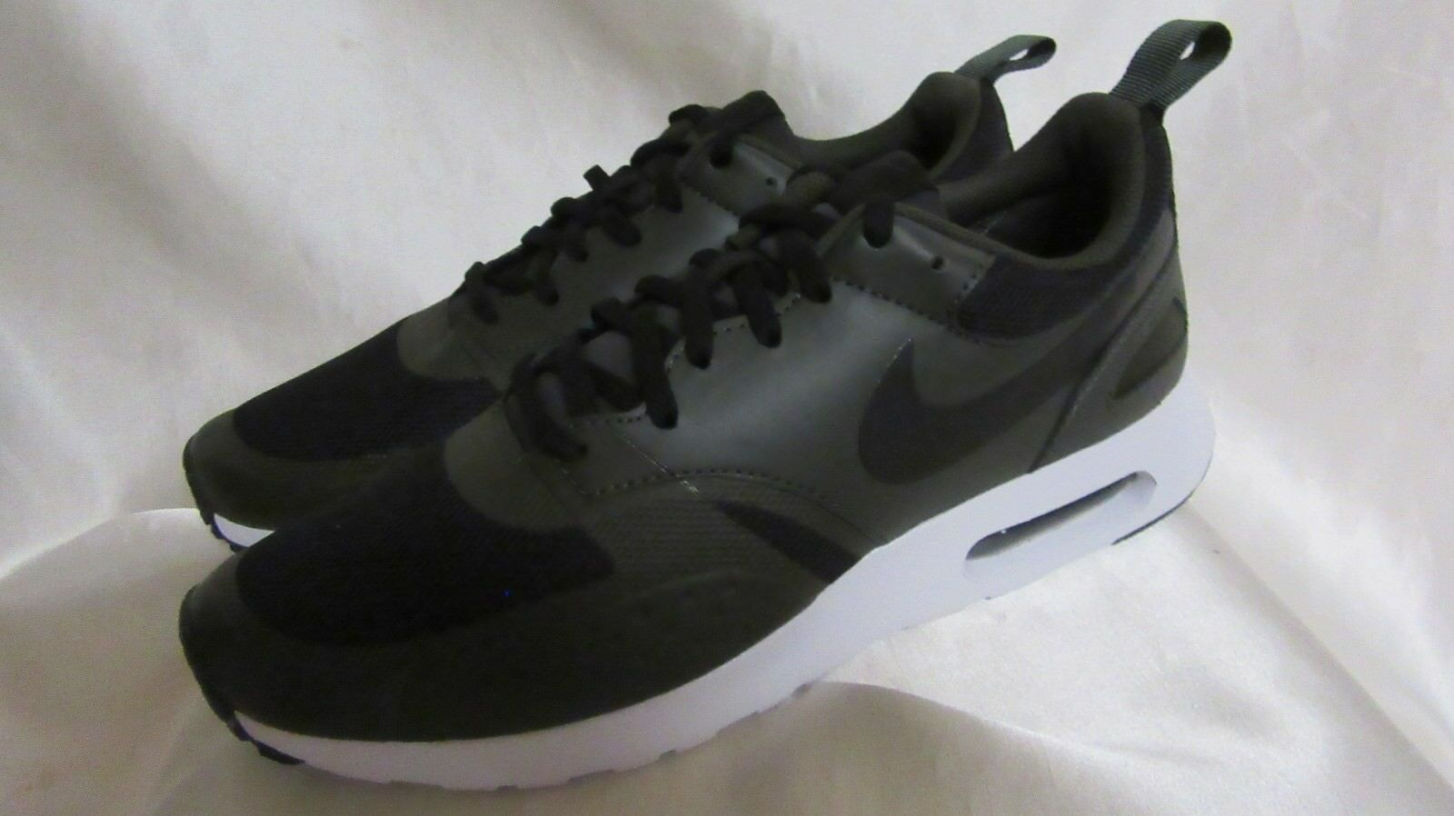 MEN`S NIKE AIR MAX VISION ATHLETIC SNEAKERS SIZE 10 M NEW BLACK
