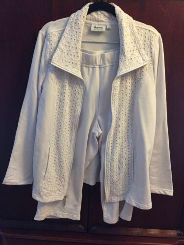 NEW D /& Co Active White Eyelet Detail Zip Up Jacket /& Crop Pants 2-Piece Set L