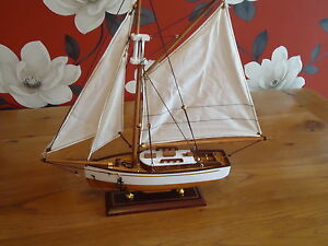 Model-Yacht-On-Stand-400-mm-Hand-Made-Wooden-maritime-Ship-Boat-Nautical-Gift